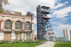 Przemysłowy widok stary mineshaft w Katowickim mieście Polska zdjęcie stock