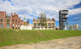 Przemysłowy widok stary mineshaft w Katowickim mieście Polska fotografia royalty free