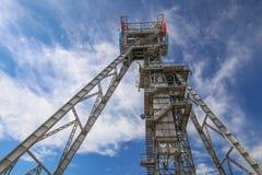 Przemysłowy widok stary mineshaft w Katowickim mieście Polska obrazy royalty free