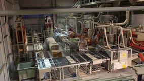 Przemysłowy wnętrze, produkcja ceramiczne płytki, nowożytny fabryczny wnętrze, konwejer, Przemysłowa powierzchowność zbiory wideo
