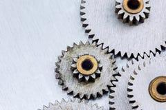Przemysłowi metali gearwheels na porysowanym metalu tle Obraz Royalty Free