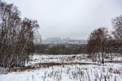 Przemysłowy blok mieszkalny w mgle Zdjęcia Stock