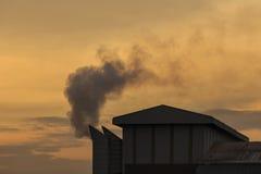 Przemysłowy dym od chemicznej fabryki w Tajlandia Obraz Royalty Free