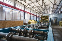 Przemysłowy manufactory warsztat dla termicznej izolaci kanapki panelu linii produkcyjnej dla budowy Obraz Royalty Free