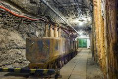 Przemysłowy metalu furgon w podziemnym tunelu Obraz Royalty Free