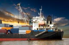 Przemysłowy zbiornik w oceanu statku Zdjęcie Stock
