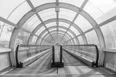 Przeniesienie tunel dla pasażerów w Bucharest pociągu terminal obrazy stock