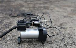 Przenośna metalu lotniczego kompresoru pompa dla samochodowych kół obrazy royalty free