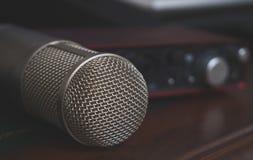 Przenośna rozsądna karta i kondensatorowy mikrofon Obrazy Royalty Free