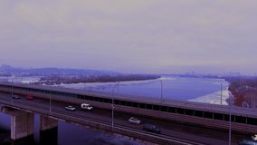 Przepływ samochody z dużą prędkością Pociąg wchodzić do ramę zdjęcie wideo