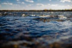 Przepływ wody zakończenie up zdjęcie royalty free