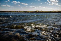Przepływ wody zakończenie up zdjęcia royalty free