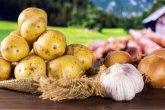 Przepis krok po kroku piec grule z cebulą z kraj naturą obraz stock