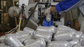 Przerób roślina Kiełbasiany przemysł Finału proces w kiełbasianej produkcji Kiełbasiana linia produkcyjna w nowożytnym mięsie zbiory