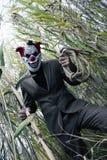 Przerażający błazen ma zabawę Straszny zabójca Fotografia Royalty Free