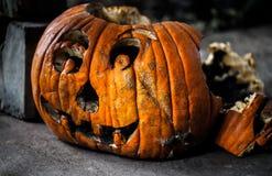 Przerażający gnije rzeźbiący dyniowy, Halloweenowy pojęcie/ obraz royalty free