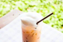Przerwa czas z zimną tajlandzką herbatą Fotografia Stock