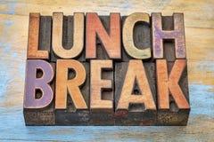 Przerwa na lunch sztandar w letterpress drewna typ Obrazy Royalty Free