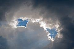 PRZERWY W chmurze fotografia stock