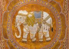 Przerzedżę haftował słonia Zdjęcia Stock