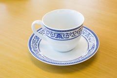 Przerzedżę malował Tajlandzką projektującą kawową i herbacianą filiżankę Zdjęcia Stock