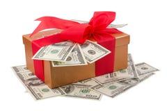 Przerzedże dolara prezenta pudełko z czerwonym faborkiem i dolarami Obrazy Royalty Free
