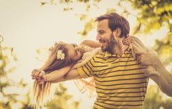 Przerzedże ojca i jej córki wydaje czas wpólnie fotografia royalty free