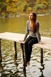 przerzuca most dziewczyny drewnianej Zdjęcie Stock