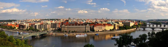 przerzuca most panoramę Prague Zdjęcia Stock
