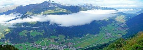 Przesłona chmury nad doliną Zdjęcie Royalty Free