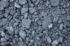 Przesiany węglowy antracyt różnorodni rozmiary kłama w masie zdjęcia stock