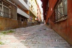 Przesmyk brudne ulicy Istanbu? zdjęcia stock