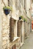 Przesmyk, kolorowa ulica miejscowość wypoczynkowa Umag, Europa, Chorwacja Obrazy Stock