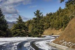 Przesmyk, wiejska droga w górach fotografia stock