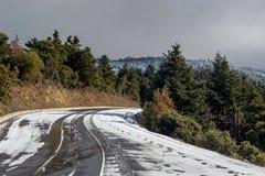 Przesmyk, wiejska droga w górach zdjęcie stock