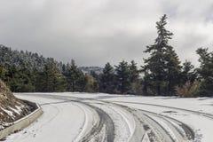 Przesmyk, wiejska droga w górach fotografia royalty free