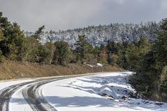 Przesmyk, wiejska droga w górach obraz royalty free