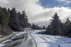 Przesmyk, wiejska droga w górach zdjęcia stock