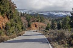 Przesmyk, wiejska droga w górach obrazy stock