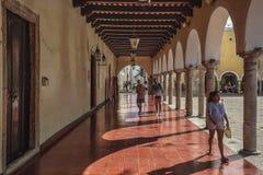 Przespacerowanie pod arkadami w Valladolid 2 zdjęcie stock
