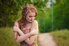 przespacerowanie redheaded dziewczyna zdjęcia royalty free