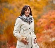 Przespacerowanie w jesień parka portrecie obrazy royalty free