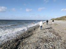 Przespacerowanie wzdłuż plaży obrazy royalty free