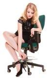Przestój Zmęczony bizneswoman masuje cieki fotografia royalty free