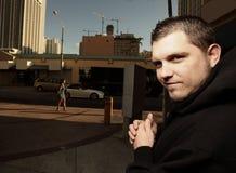 przestępca modlenie jego następna ofiara Zdjęcia Stock