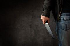 Przestępca z wielkim ostrym nożem obraz stock