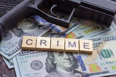 Przestępca znak na usa dolarów tle Czarny rynek, poj?cie, kontraktacyjny zabija?, mafii i przest?pstwa, obraz royalty free