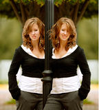 przestań dziewczyny autobusowej twin - Fotografia Royalty Free