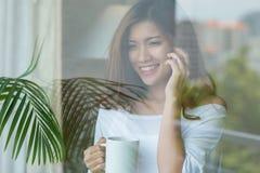 przestań nazywać kawowego telefonu trudne dni biuro czasu pracy fotografia royalty free