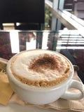 przestań tła rogalik filiżanki kawy sweet fotografia royalty free